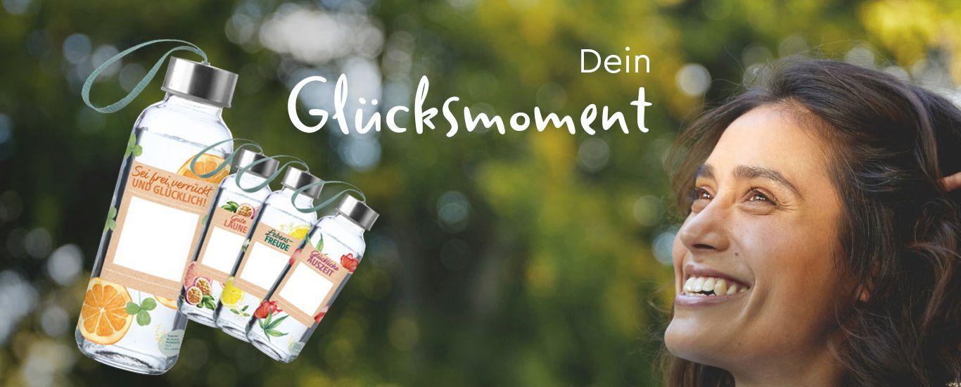 banner-frau-lacht-glasflaschen-dein-glücksmoment