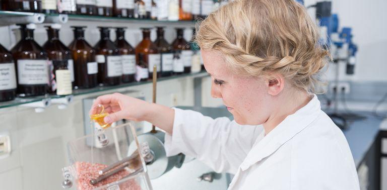 csm_Kneipp-Arbeitgeber_Pharmazeut-Pharmazeutin-Badekristalle-Oel_33d8ef225c