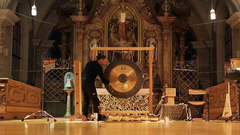 Meditation mit Klangschalen im Kloster