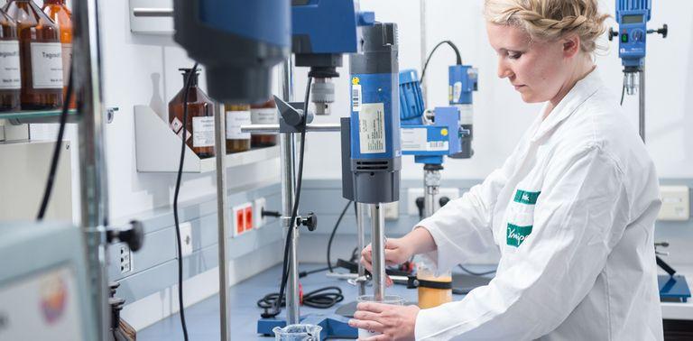 csm_Kneipp-Arbeitgeber_Pharmazeut-Pharmazeutin-Emulsion_74426750ad