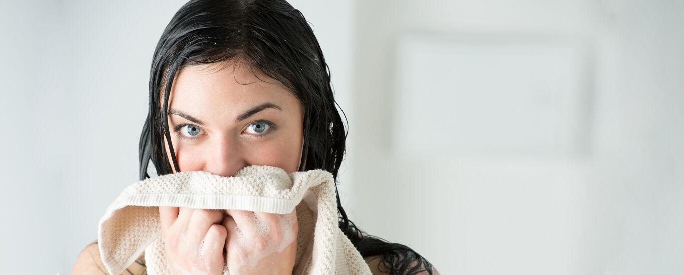 Trockene Haut nach dem Duschen richtig pflegen