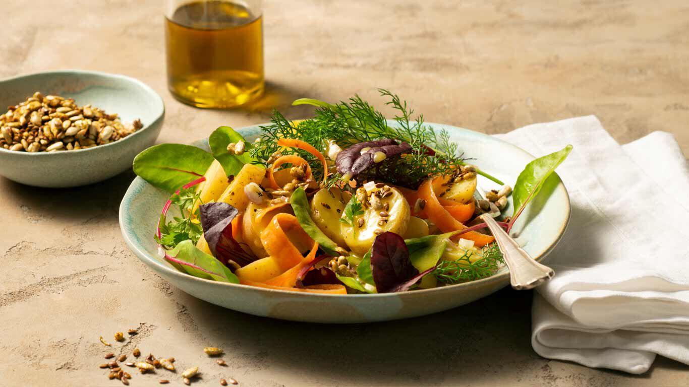Wildkräutersalat mit Leinöl und Omega-3-Fettsäuren