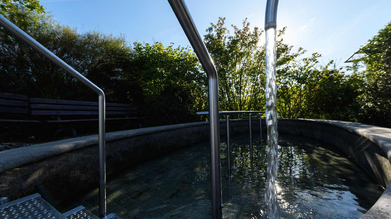 Wassertreten gehört zu den bekanntesten Kneipp-Anwendungen