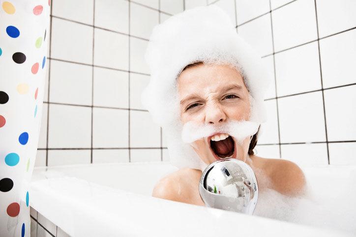Wasserspiele in der Badewanne