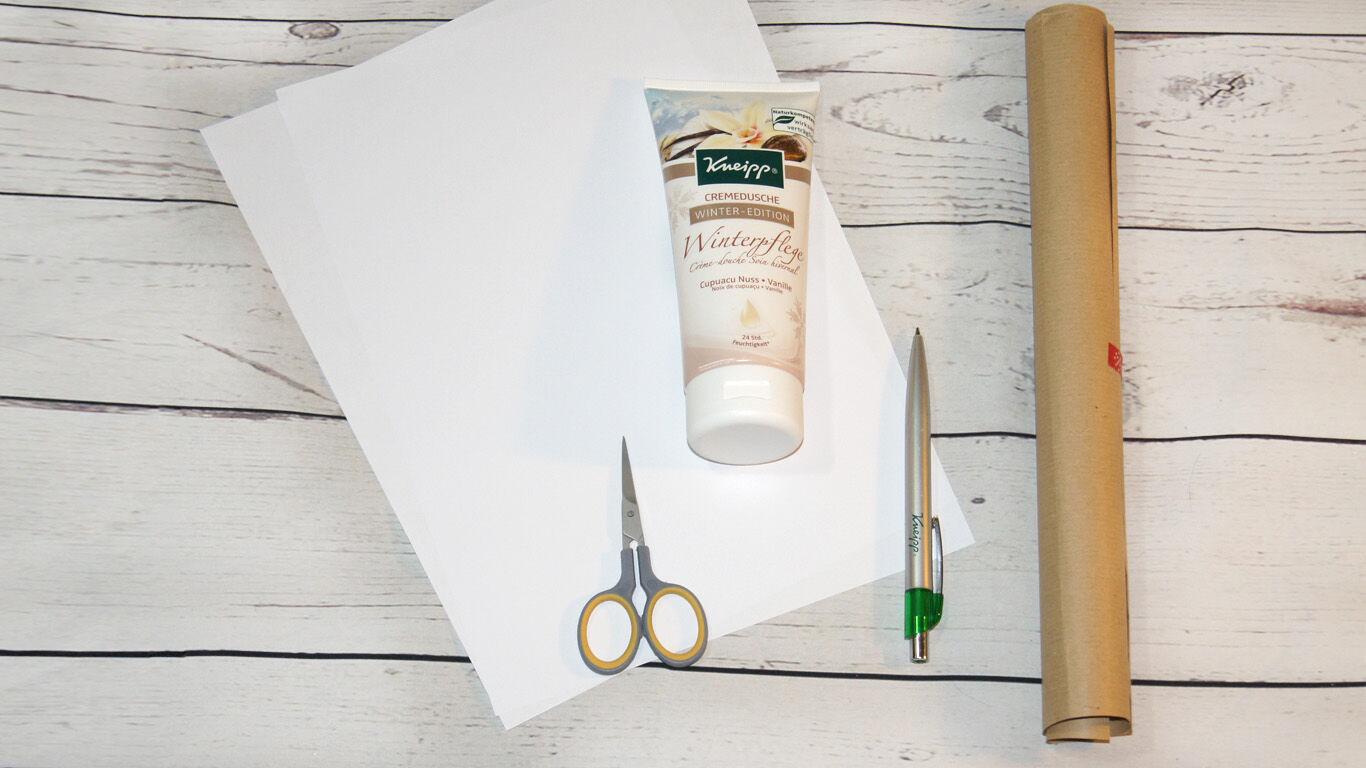 Dusch-Tube kreativ verpacken: Mit Packpapier und Schneeflocken-Muster