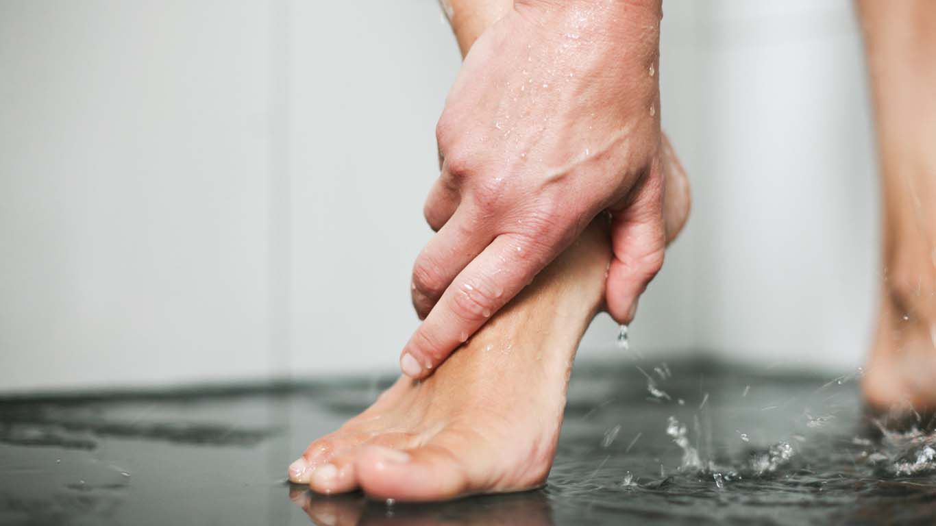 Wird oft vergessen: Das Einseifen der Füße während des Duschens