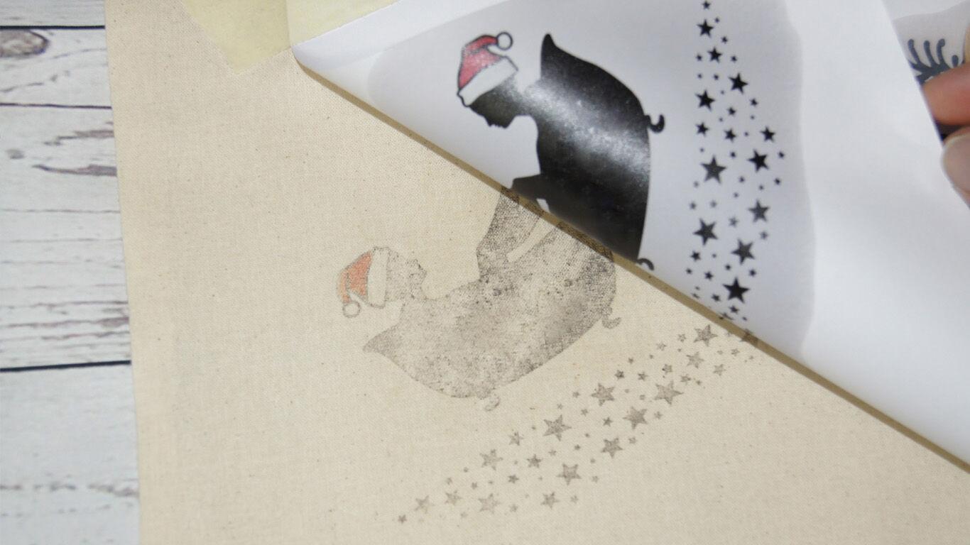 Schritt 7: Entferne das Papier vorsichtig von der Baumwolltasche