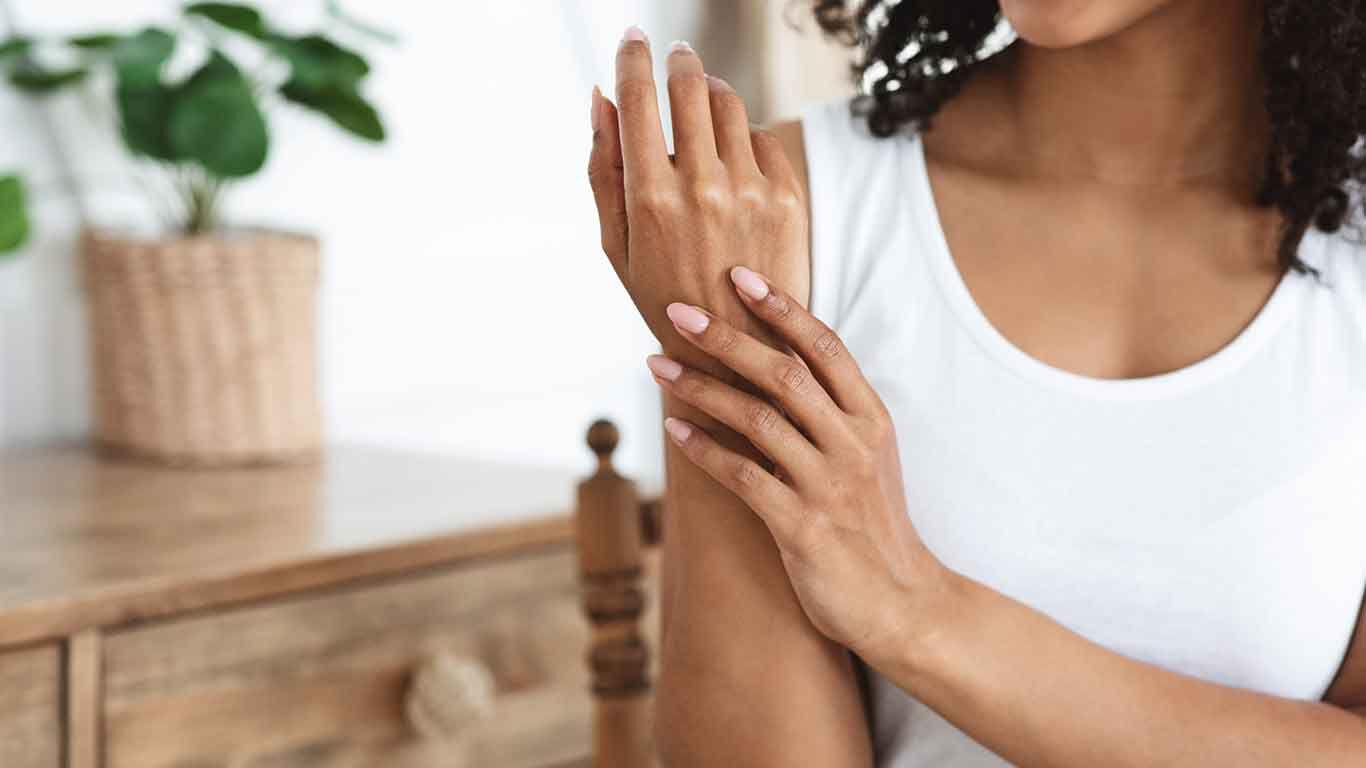 Neurodermitis ist eine chronische, nicht ansteckende Hautkrankheit.