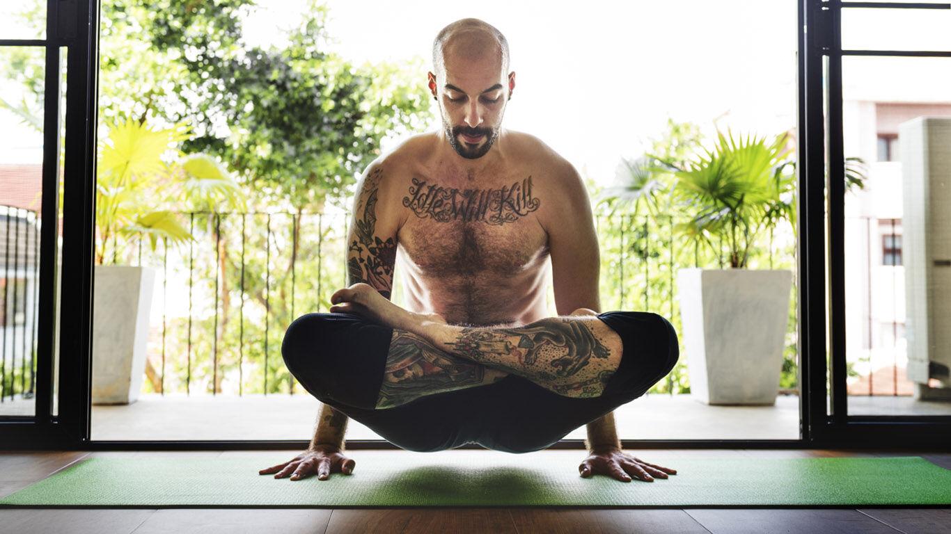 Yoga für den Mann: Arbeit mit dem eigenen Körpergewicht