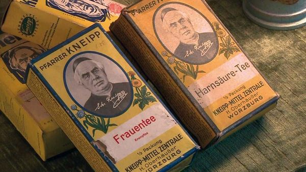 Historische Kneipp Produkte: Frauentee und Harnsäure-Tee.