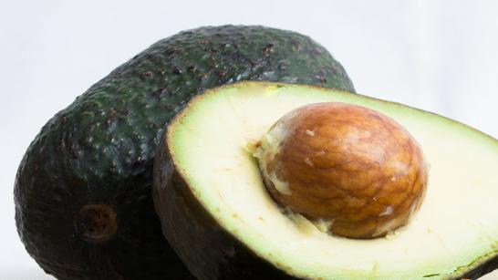 Avocado weist einen hohen Ölgehalt auf