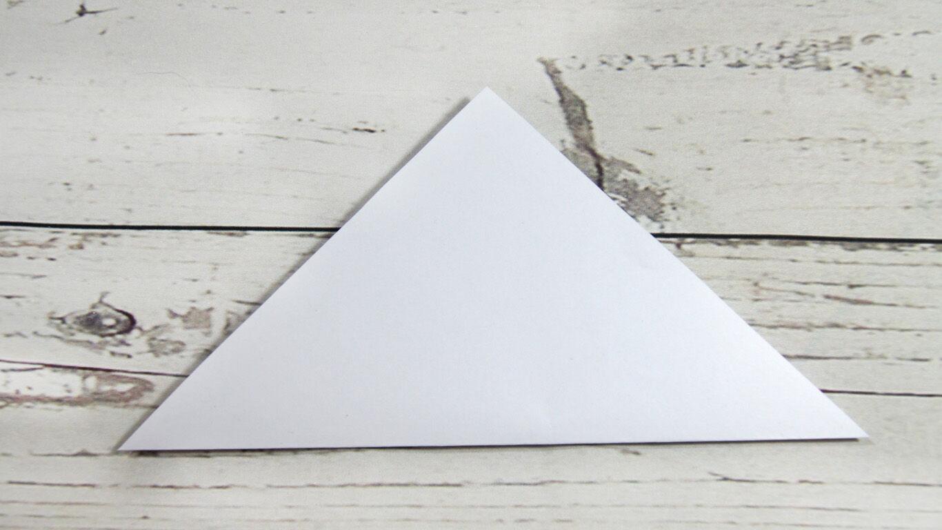 Schritt 2: Falte das Quadrat zu einem Dreieck.