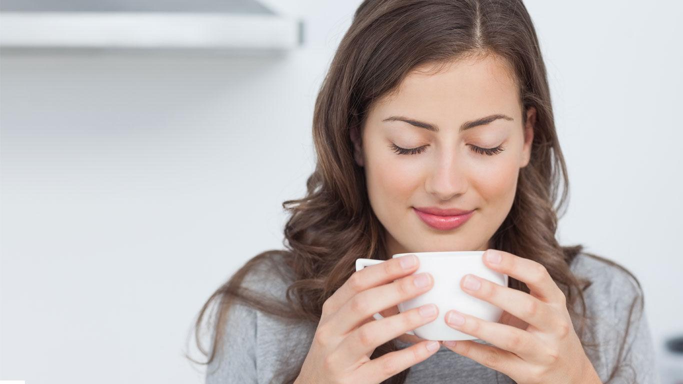 Mit dem Duft des Lieblingstees lässt sich die Achtsamkeitsmeditation ergänzen.