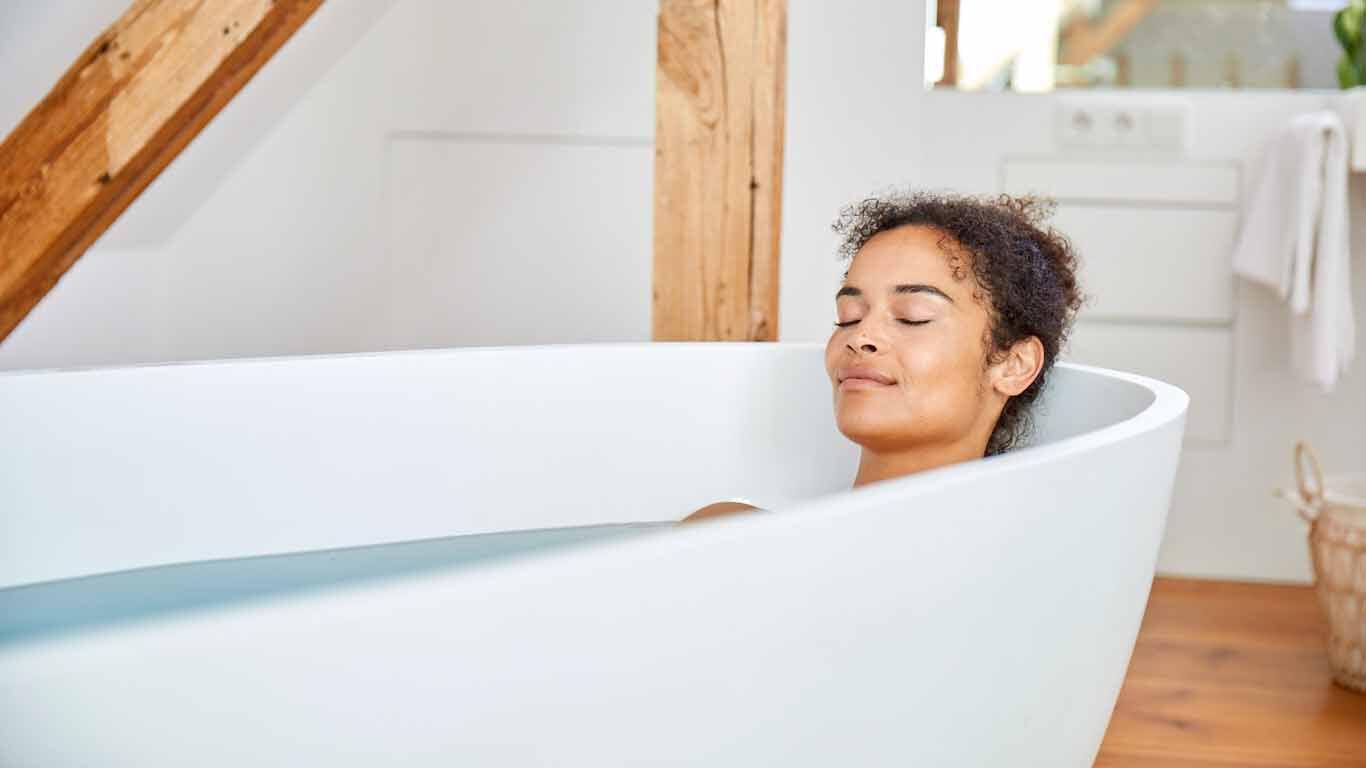 Badewassertemperatur beim Erkältungsbad: 35 bis 38 Grad Celsius